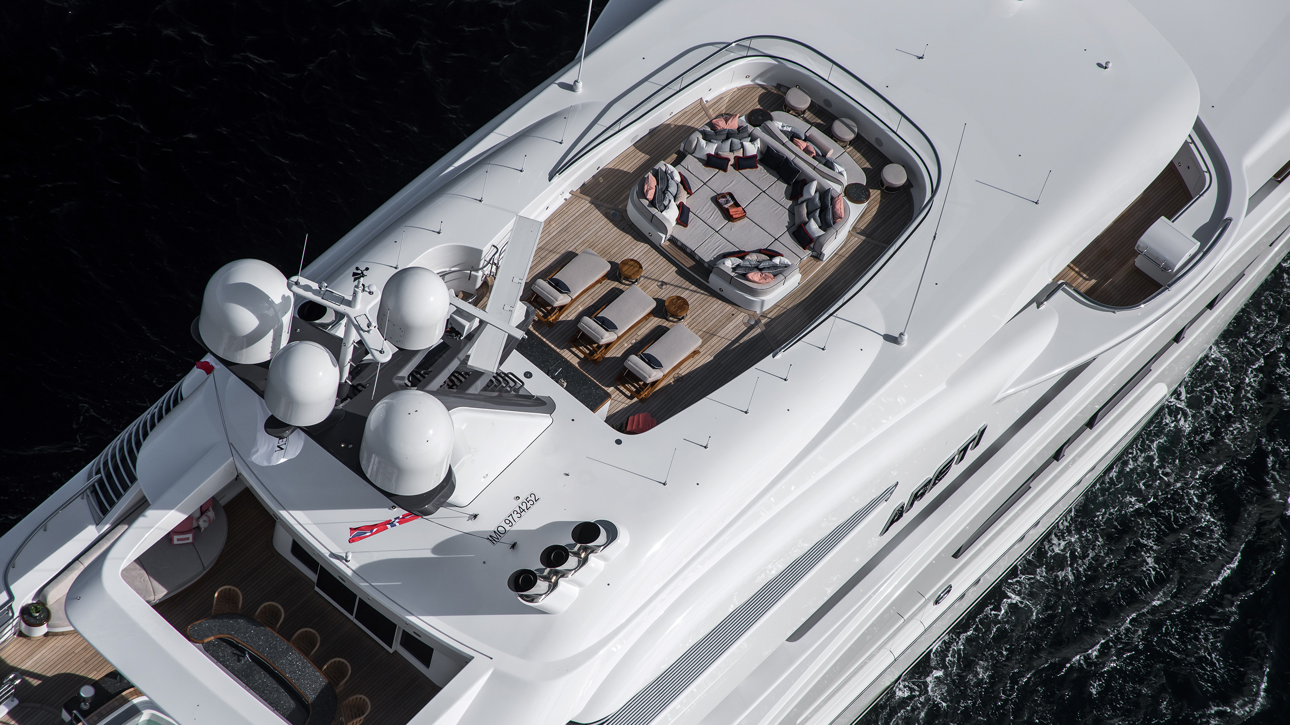aerial-view-of-the-lurssen-superyacht-areti-credit-tom-van-oossanen