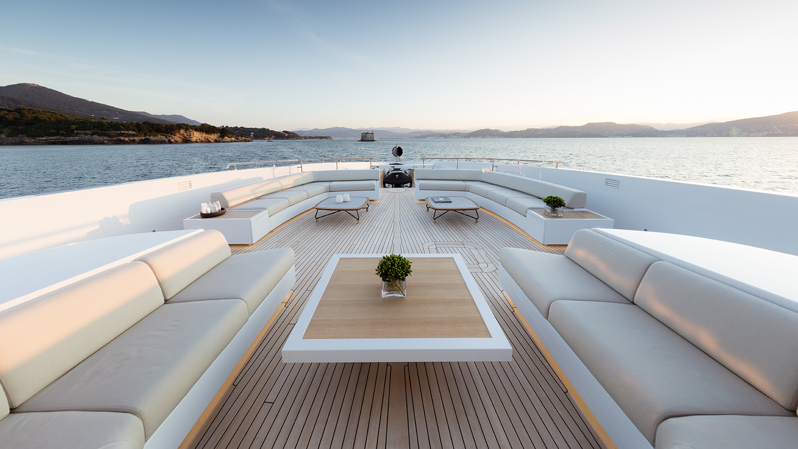 the-foredeck-of-the-sanlorenzo-flagship-yacht-seven-sins-credit-guillaume-plisson