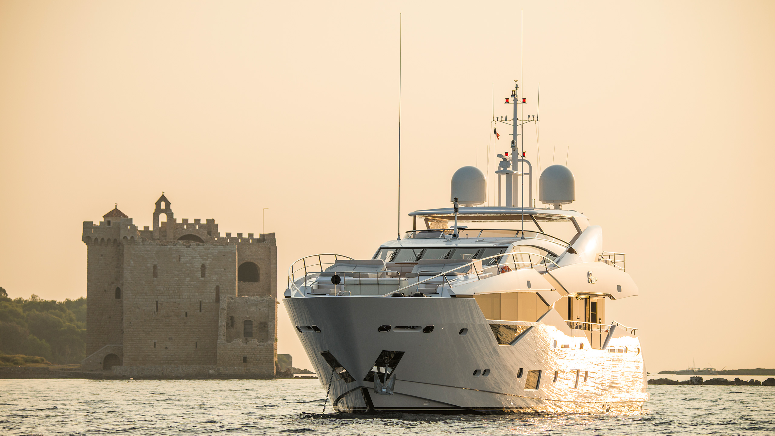 the-35-metre-superyacht-fleur-was-launched-by-sunseeker-in-2016