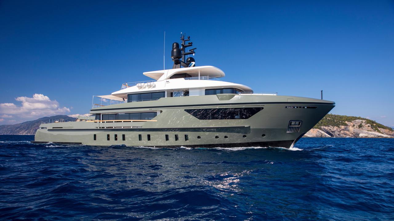 42 metre Sanlorenzo motor yacht Moka sold