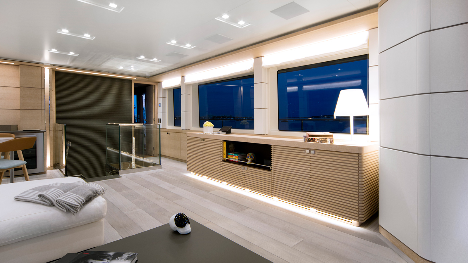 the-upper-saloon-of-the-nauta-air-108-yacht-narvalo-from-cantiere-delle-marche