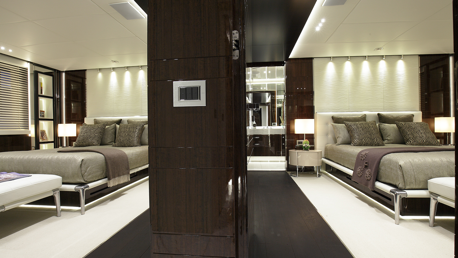 the-vip-cabin-of-benetti-custom-super-yacht-domani