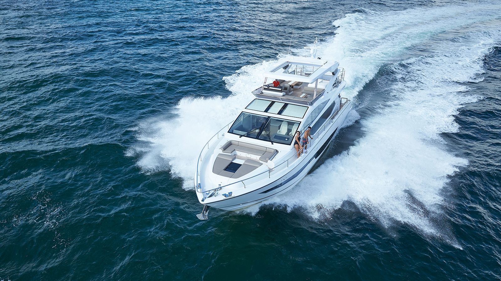 running-shot-of-the-pearl-80-yacht