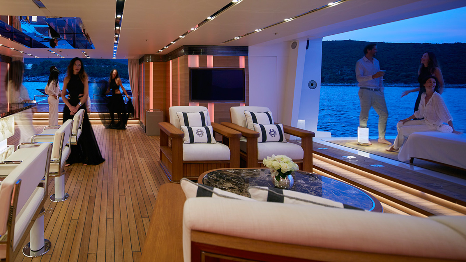 the-beach-club-of-heesen-flagship-yacht-galactica-super-nova
