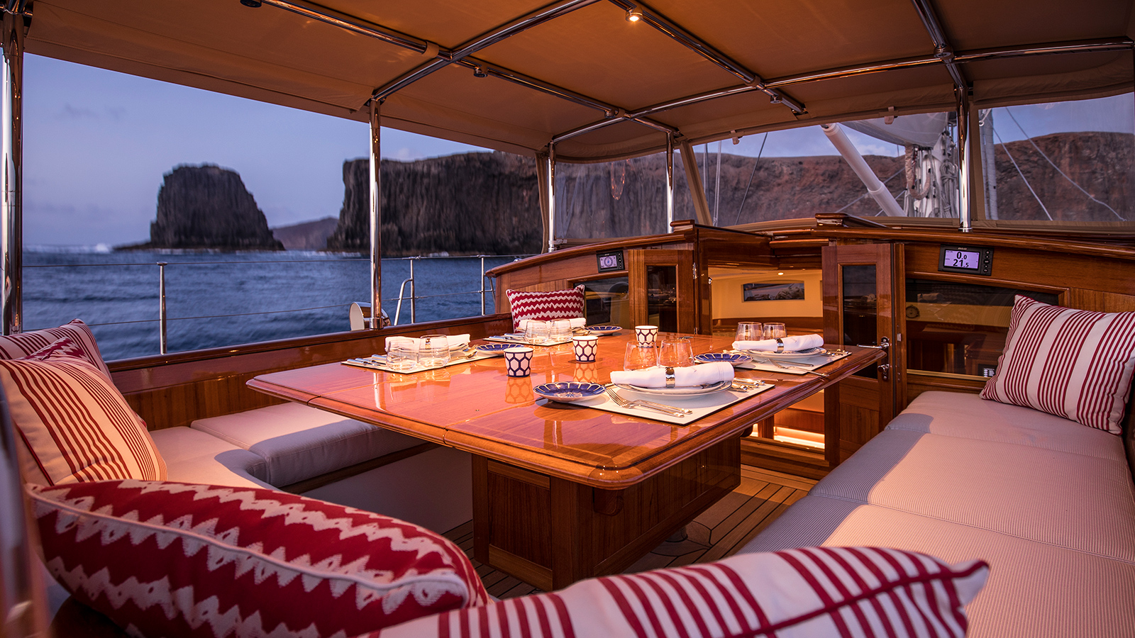 the-cockpit-of-claasen-truly-classic-90-sailing-yacht-acadia