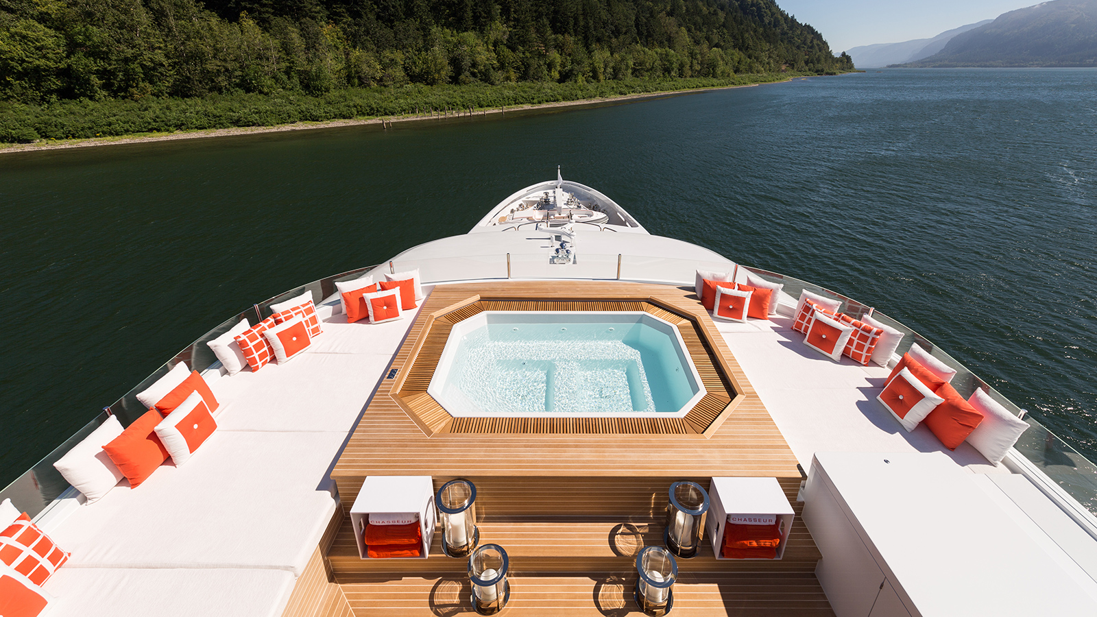 the-spa-pool-on-the-christensen-super-yacht-chasseur