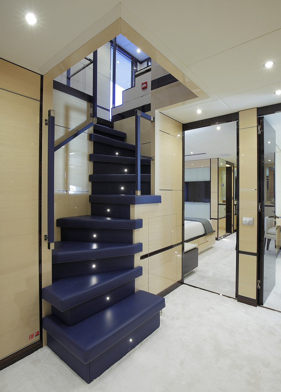 the-staircase-of-the-benetti-fast-125-yacht-skyler