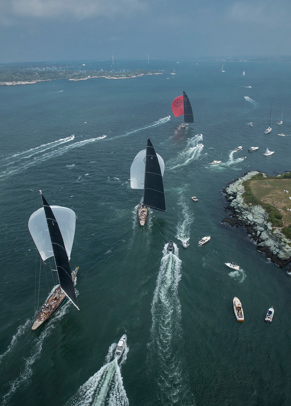 spectator-boats-get-close-to-the-action-at-the-2017-j-class-world-championships-credit-onne-van-der-wal