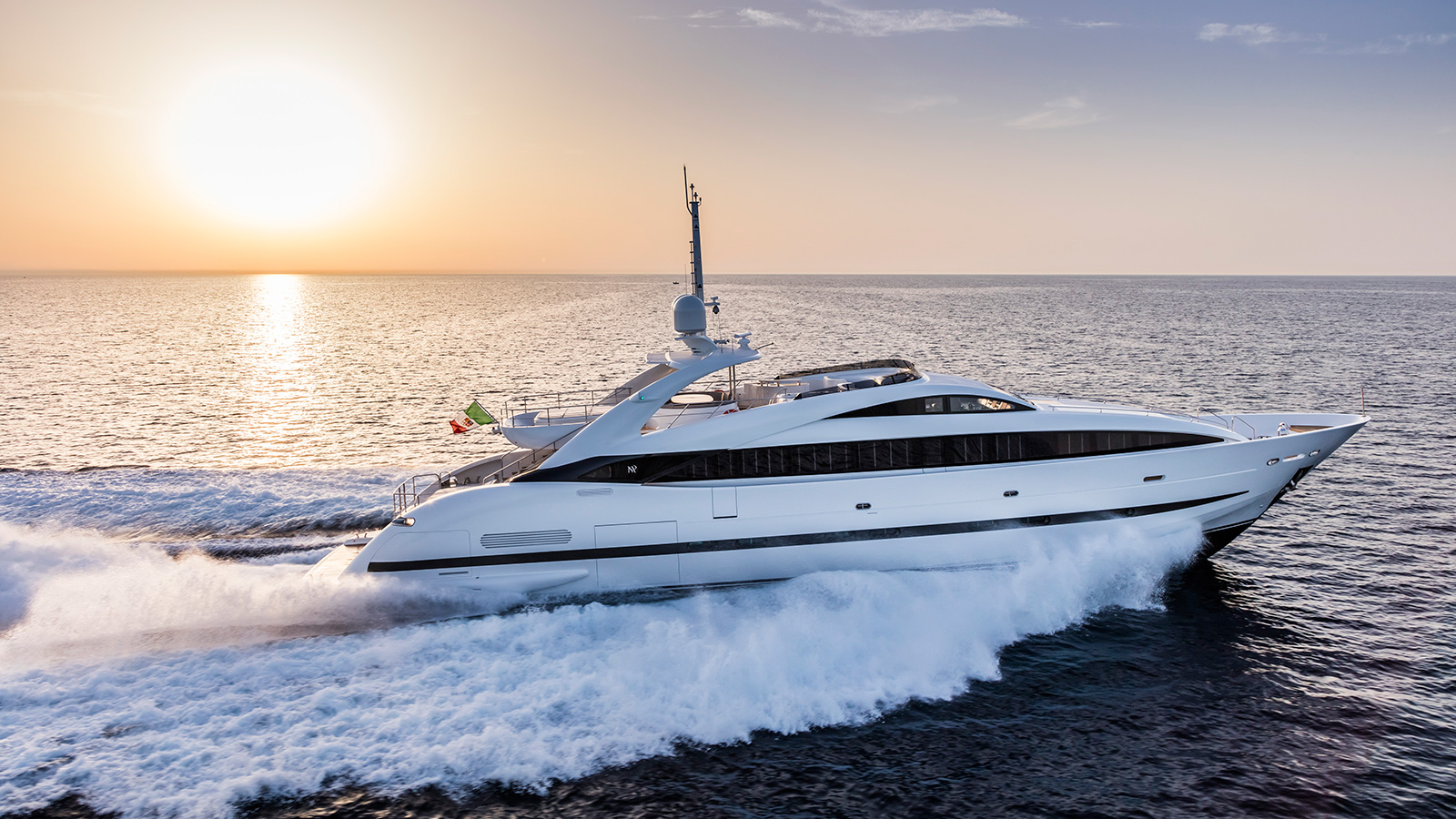 side-view-of-the-isa-120-yacht-clorinda