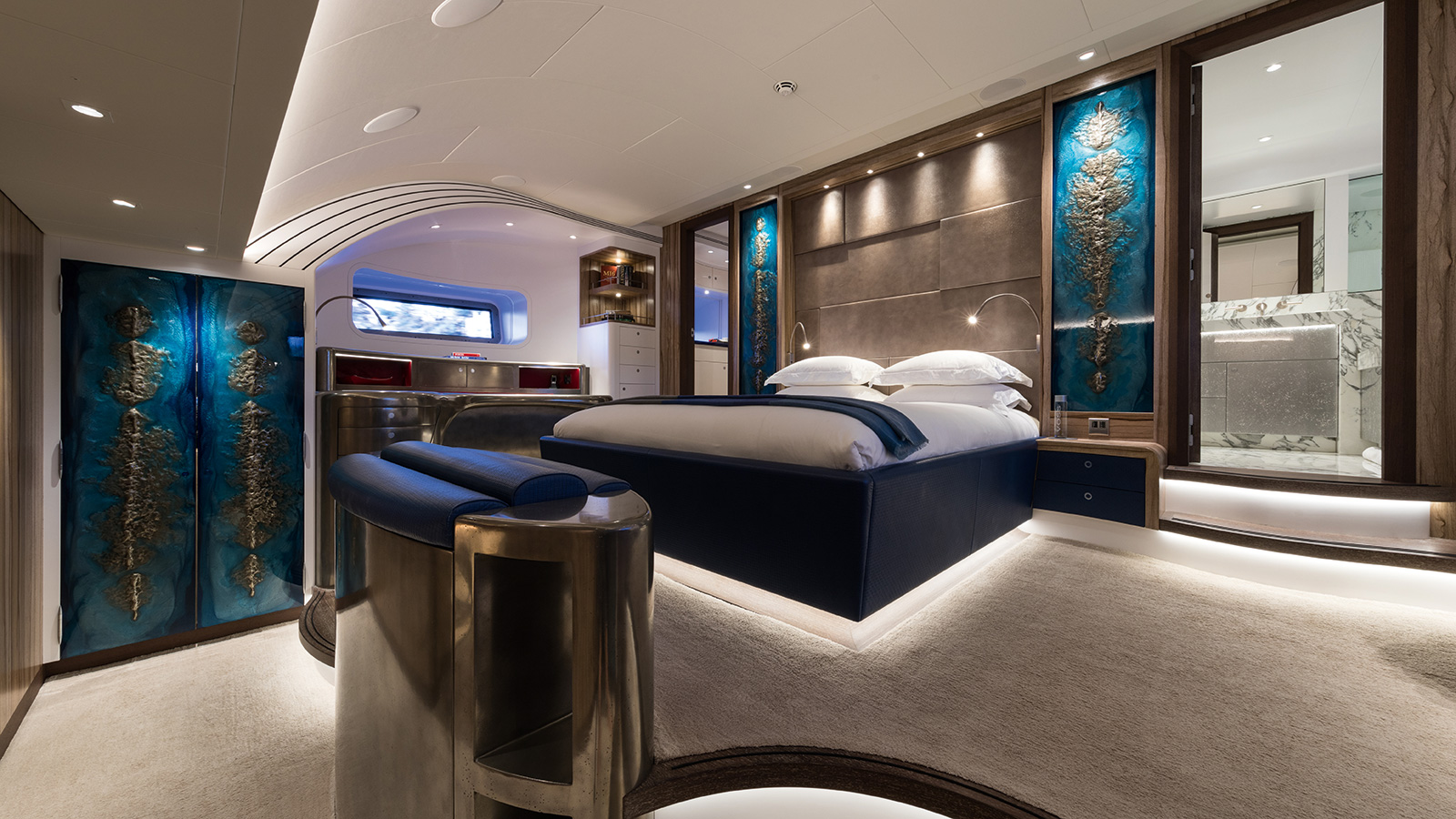 the-owners-suite-of-the-royal-huisman-sailing-yacht-ngoni-credit-jeff-brown-breed-media