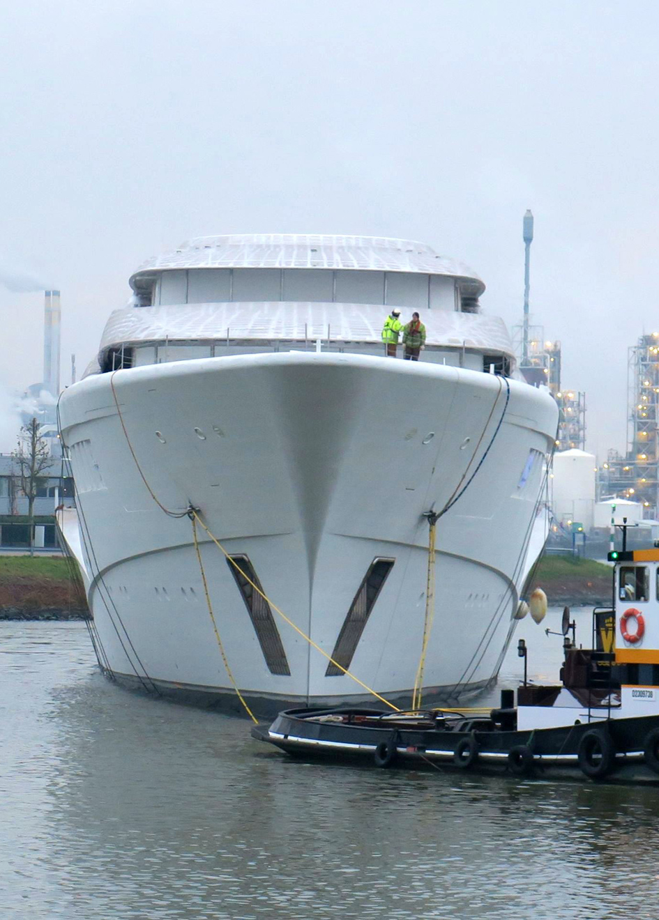 bow-of-the-110-metre-feadship-super-yacht-project-1007