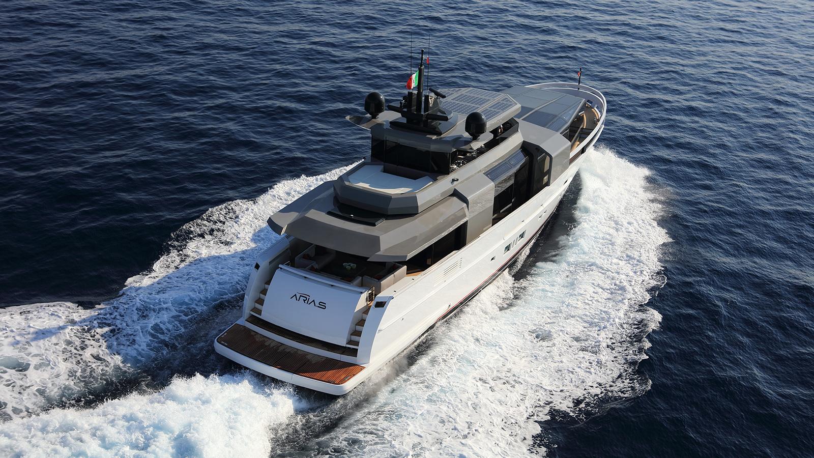 aft-running-shot-of-the-arcadia-100-yacht-aria-s