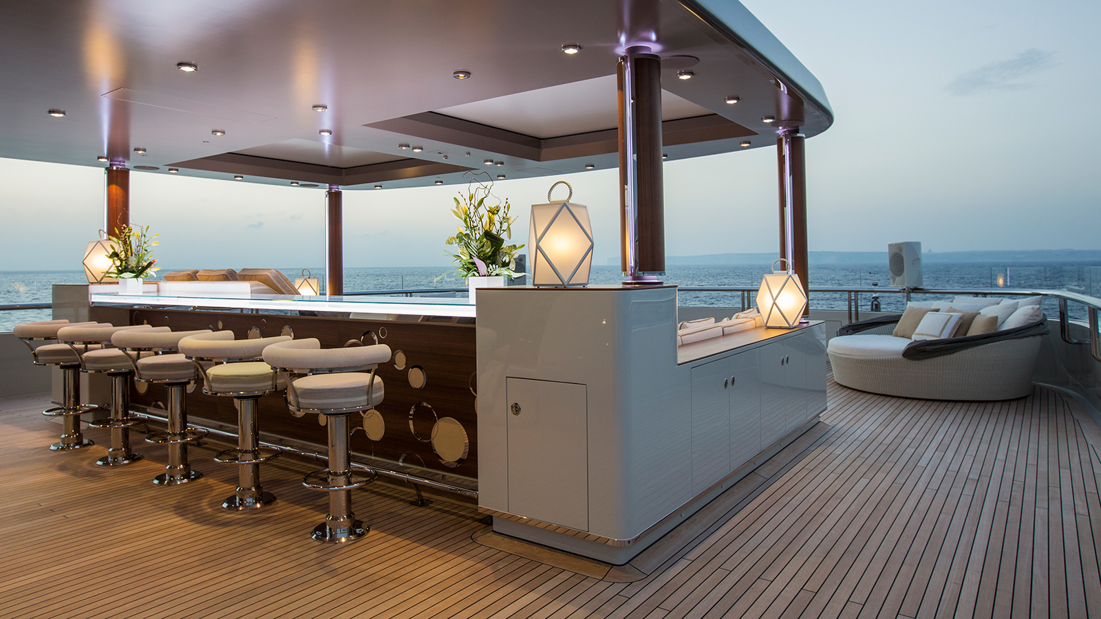 the-sundeck-bar-of-the-lurssen-superyacht-polar-star