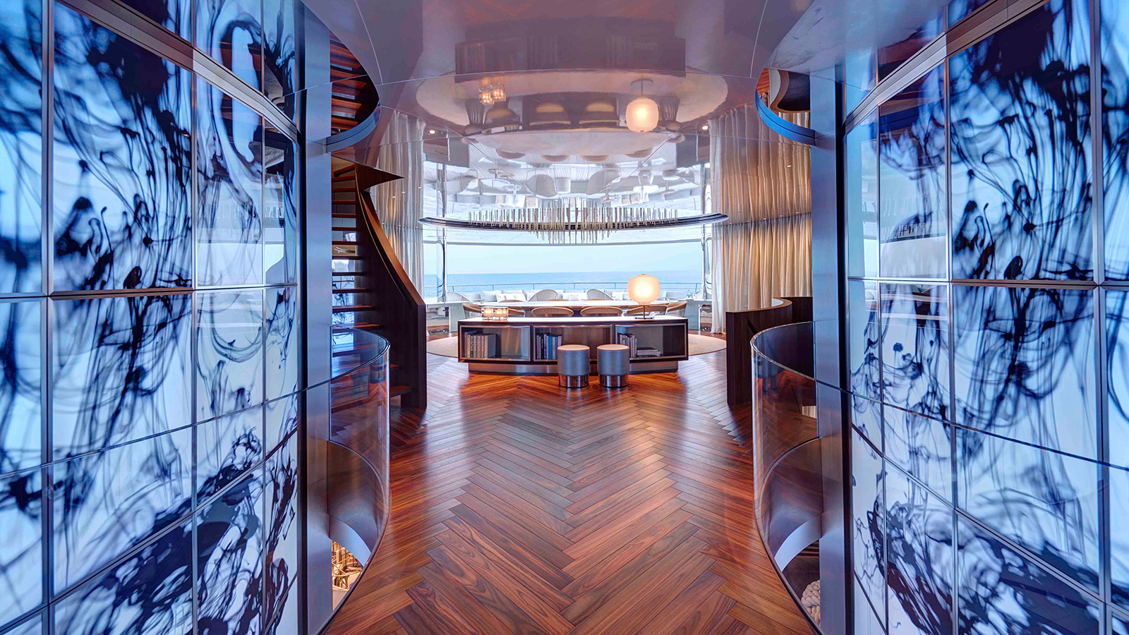 the-owners-lounge-on-feadship-super-yacht-savannah