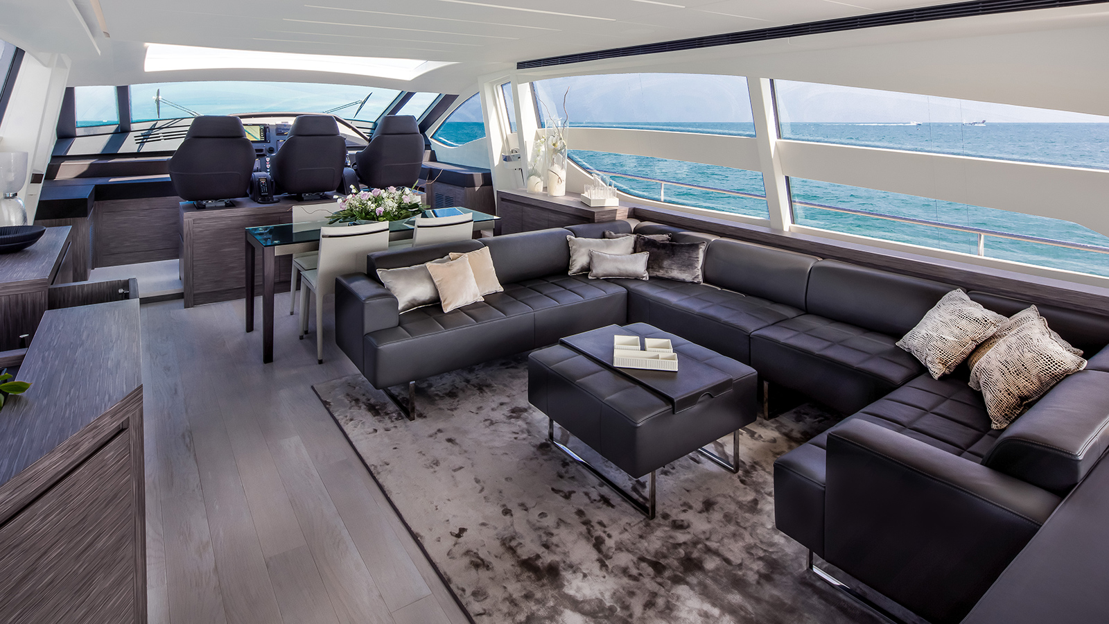 the-saloon-of-the-pershing-82-vhp-yacht