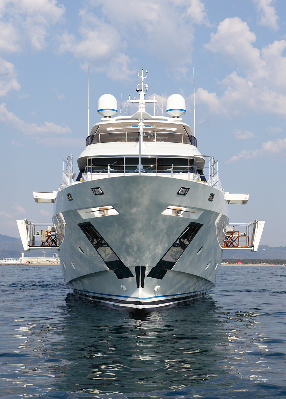 the-bow-of-the-benetti-fast-125-yacht-skyler