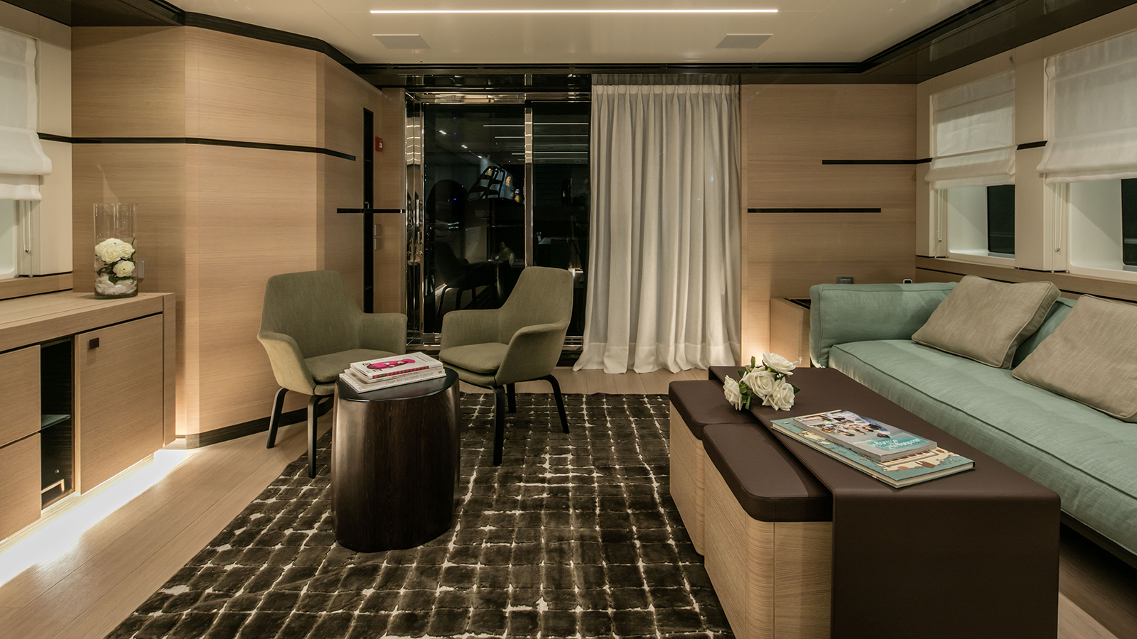 the-skylounge-of-the-cantiere-delle-marche-nauta-air-111-yacht-hyhma