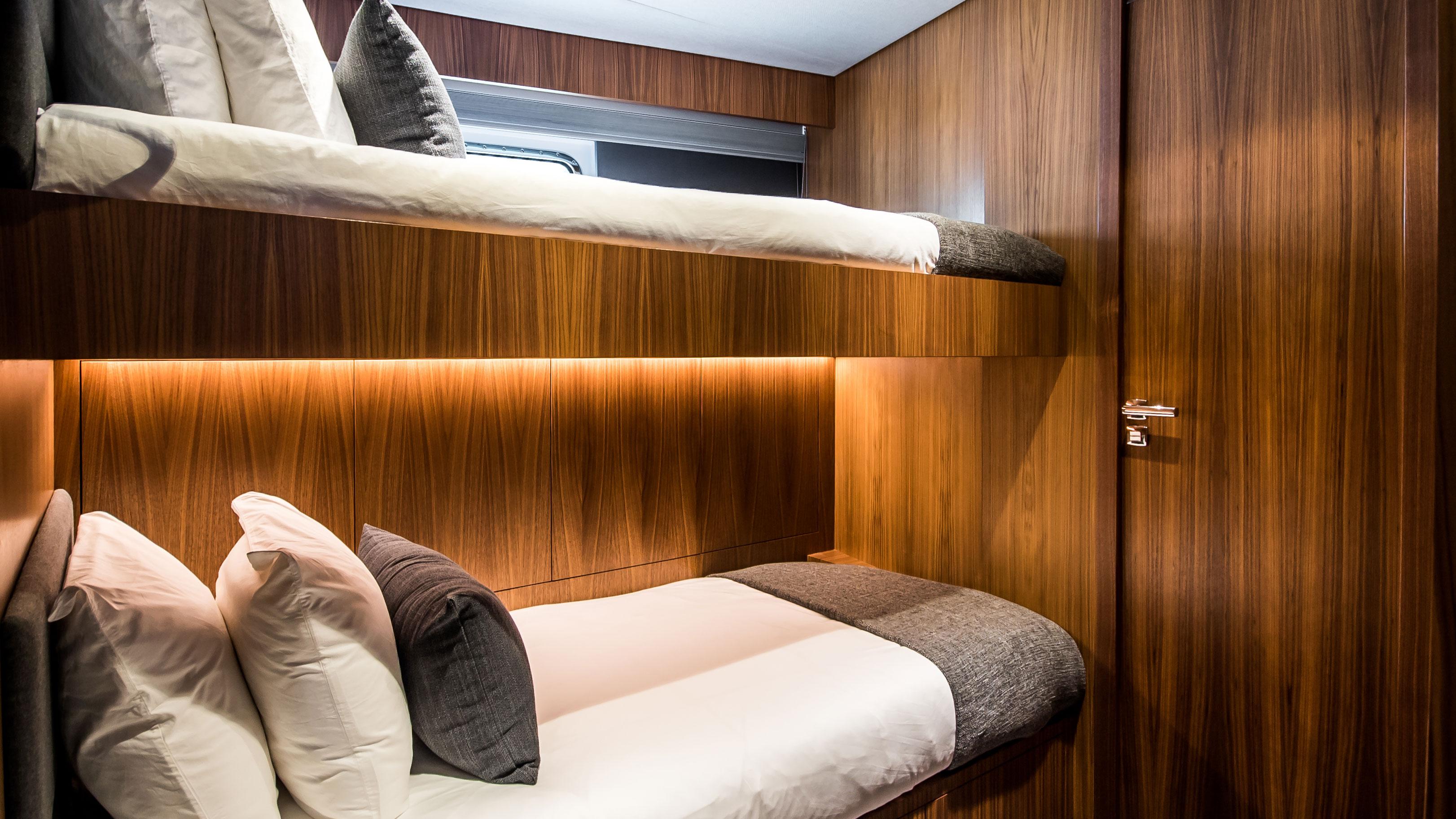 Lynx Yachts Yxt 24 Evolution Cabin