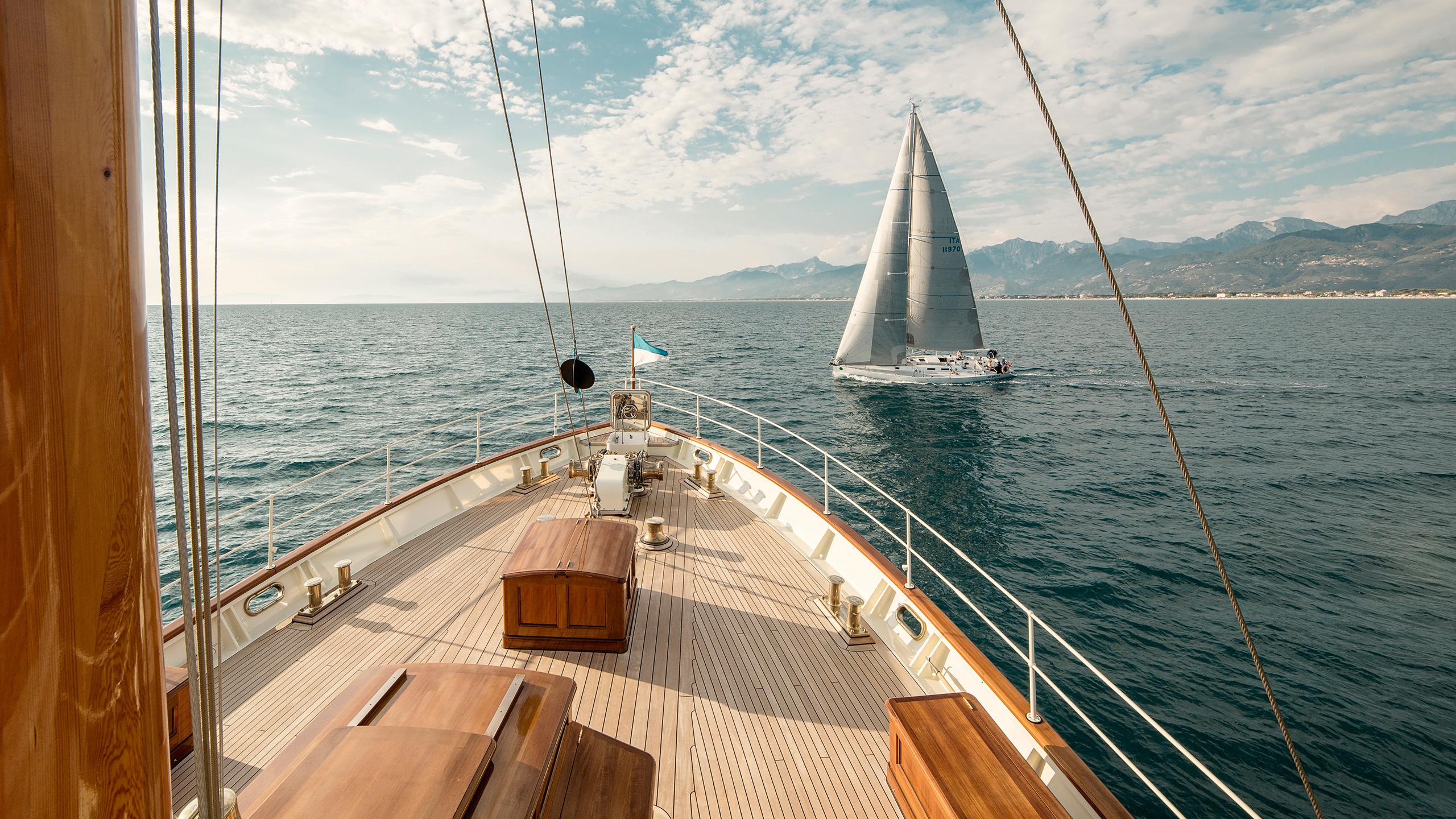 Hero Taransa Yacht Bow View
