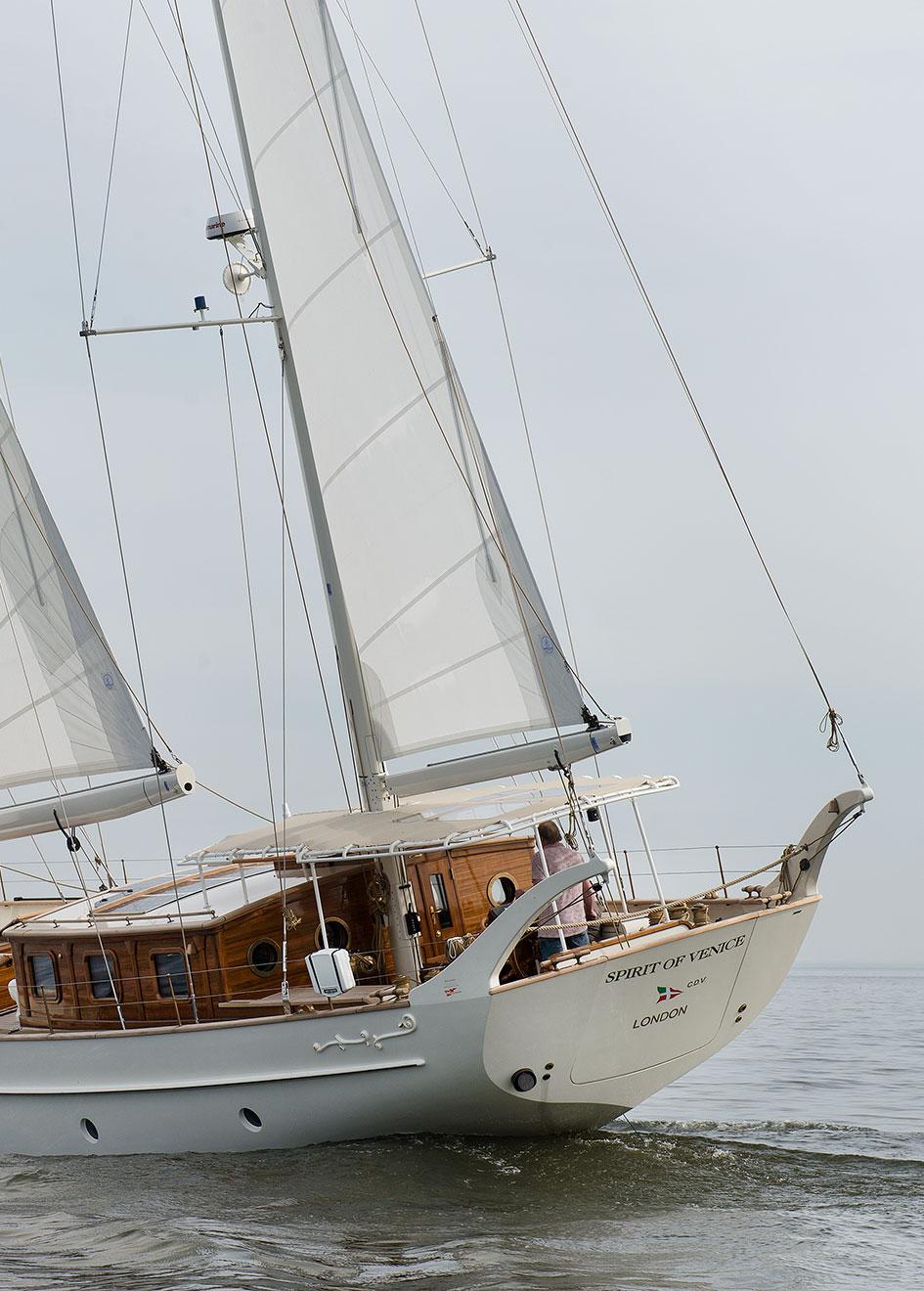 aft-view-of-the-gaff-rigged-sailing-superyacht-spirit-of-venice-credit-olivier-van-meer-vmg-yachtbuilders