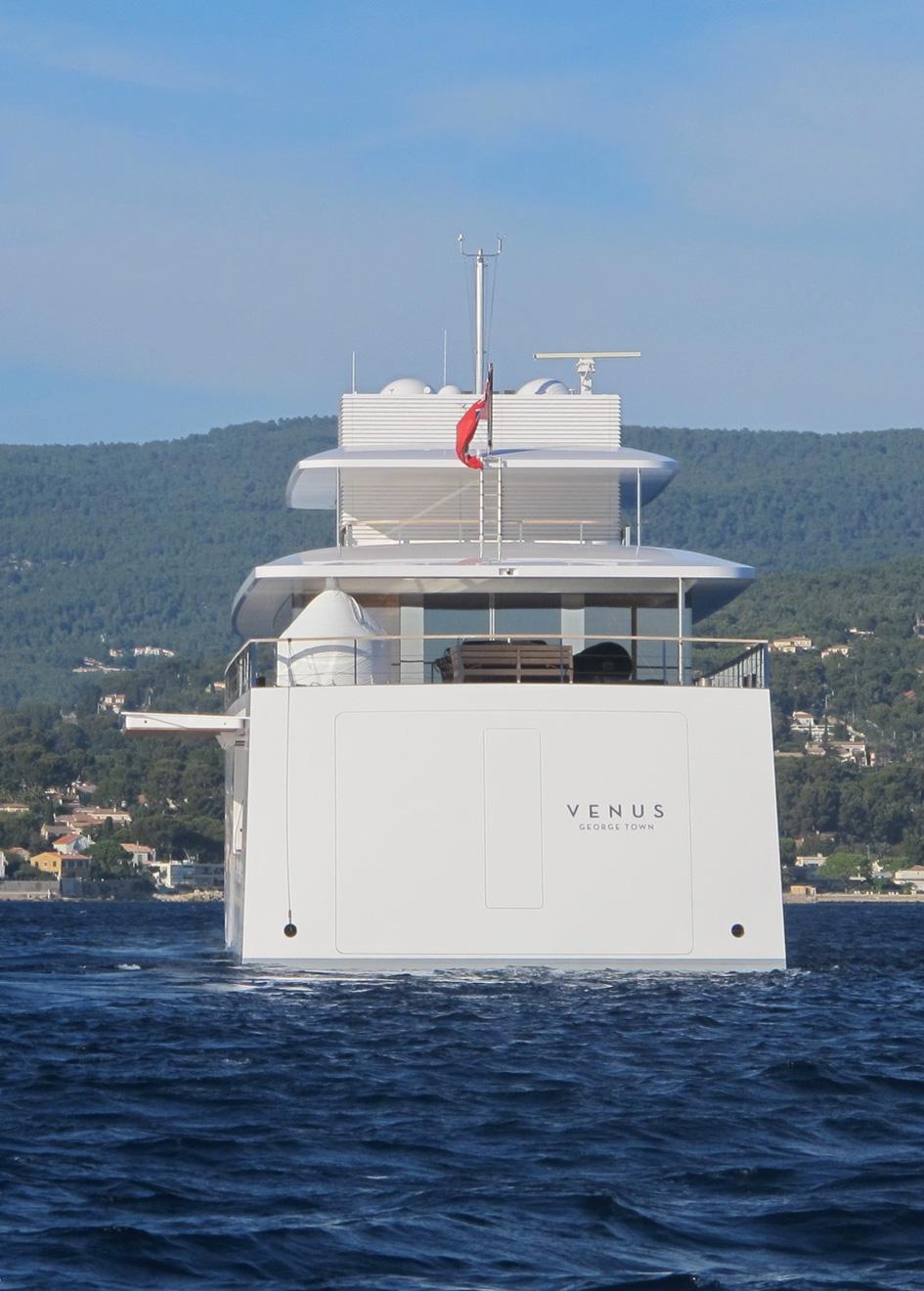 Portrait Venus Yacht Aft