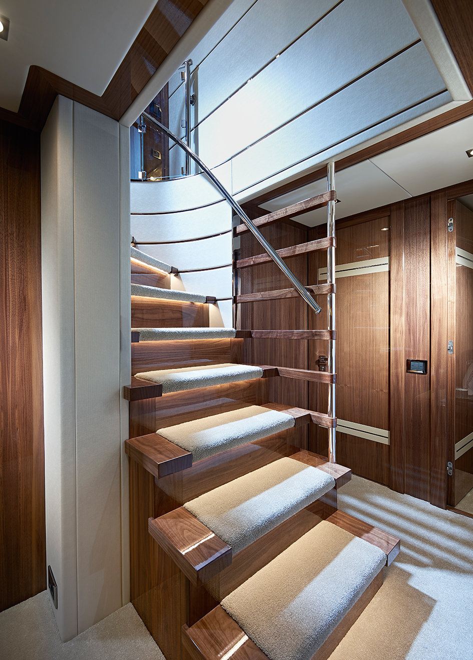 the-staircase-on-the-sunseeker-131-yacht-zozo