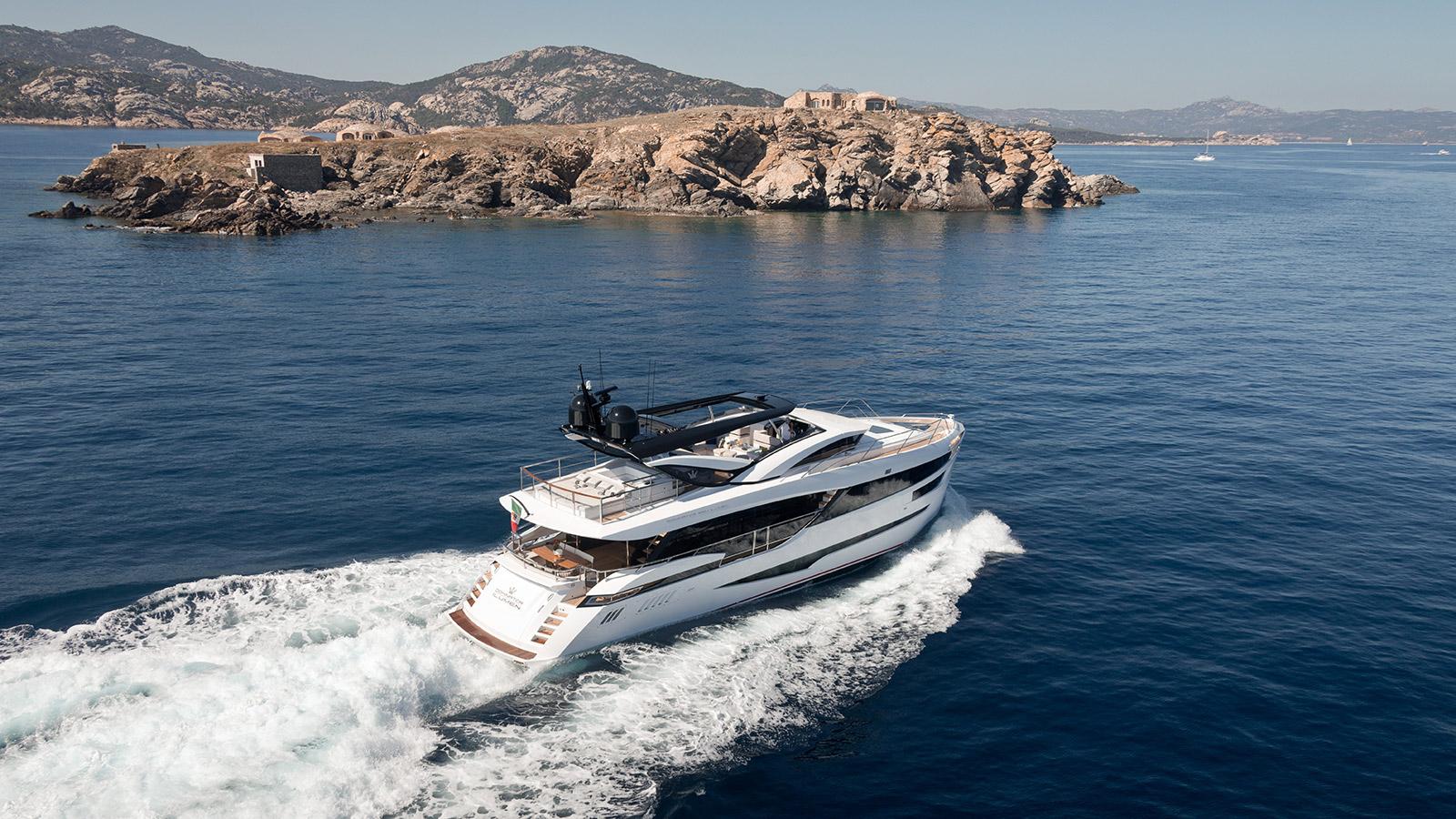running-shot-of-dominator-yacht-kalliente-credit-jeff-brown