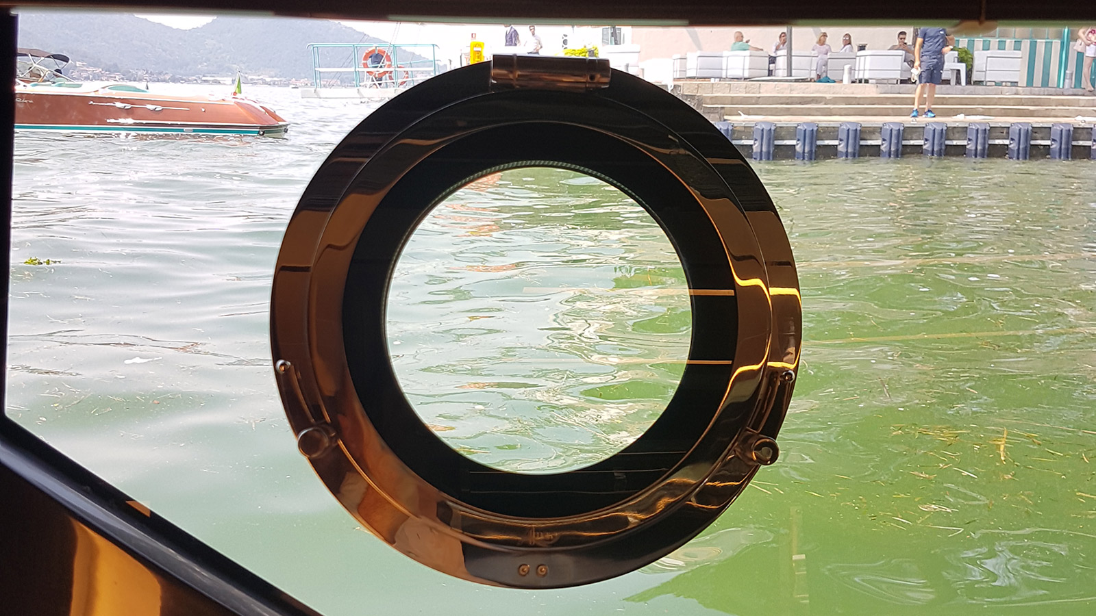porthole-of-the-riva-56-rivale-speedboat