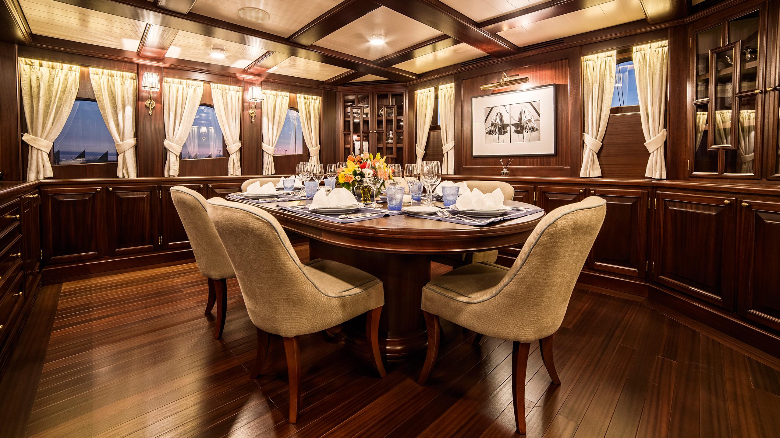 Taransay Yacht Dining