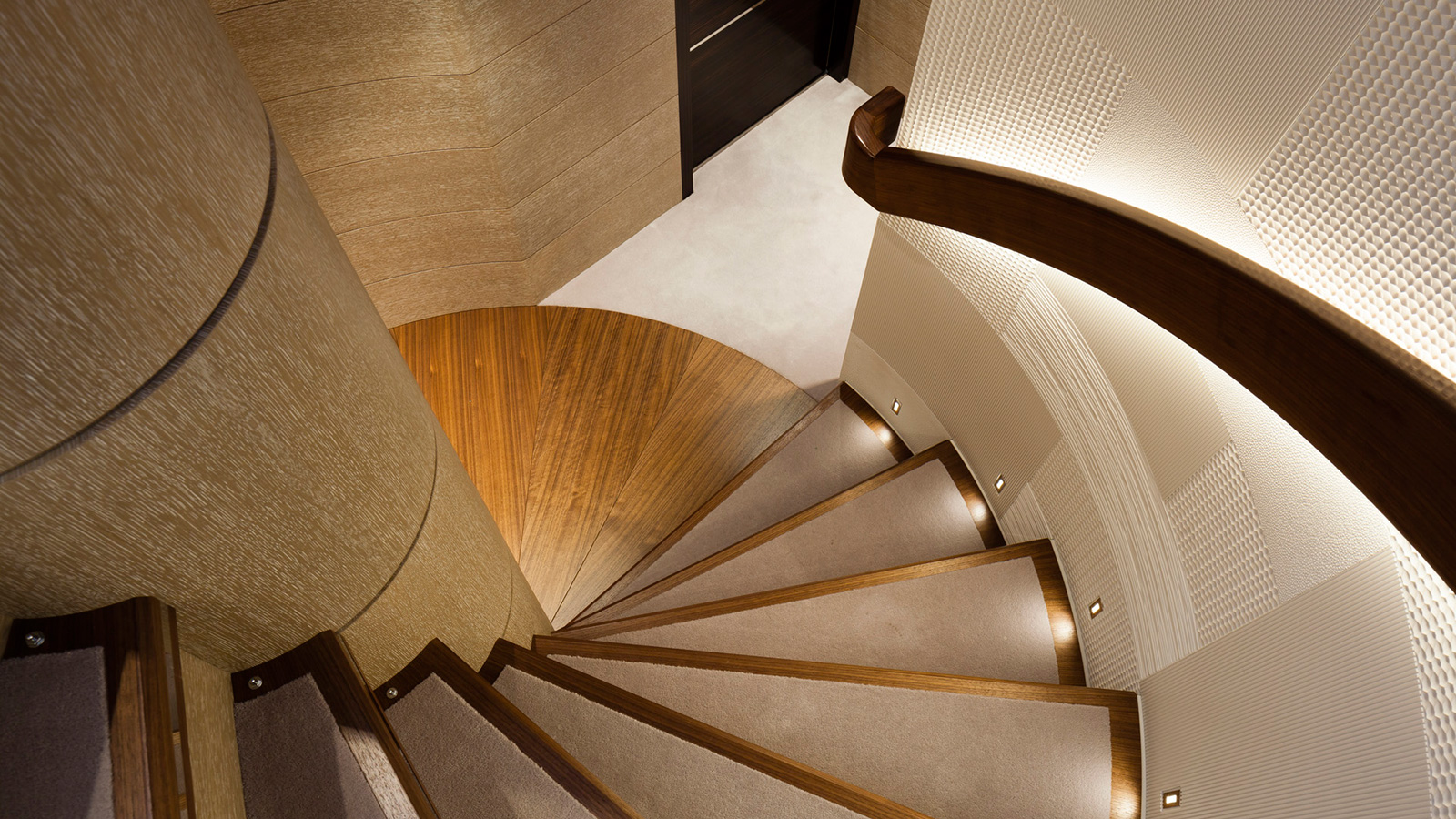 the-staircase-on-heesen-super-yacht-asya