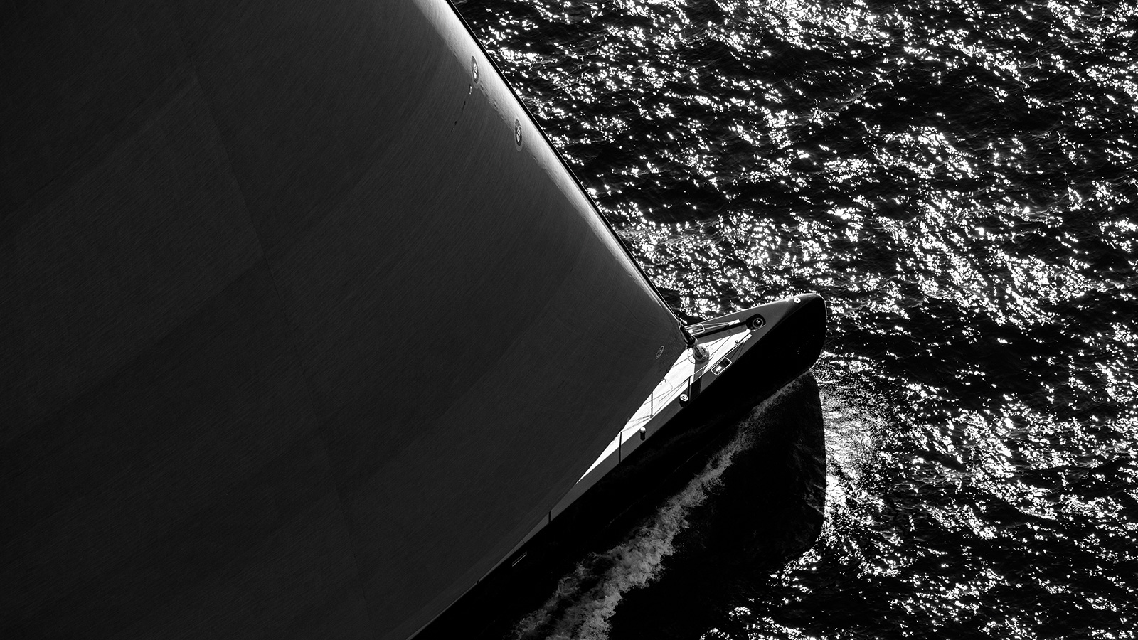 the-bow-of-the-royal-huisman-sailing-yacht-ngoni-credit-jeff-brown-breed-media