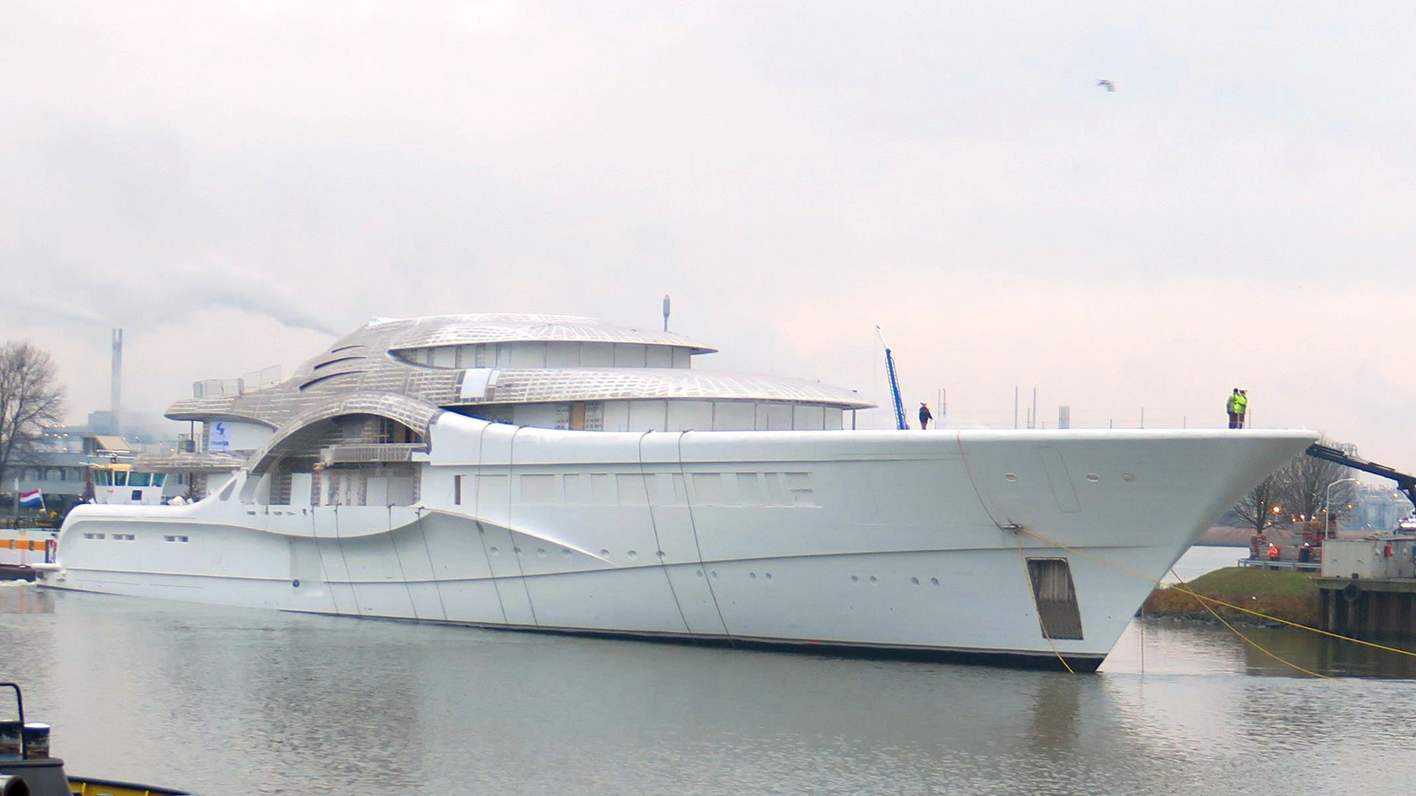 the-110-metre-feadship-super-yacht-project-1007-features-an-aluminium-superstructure