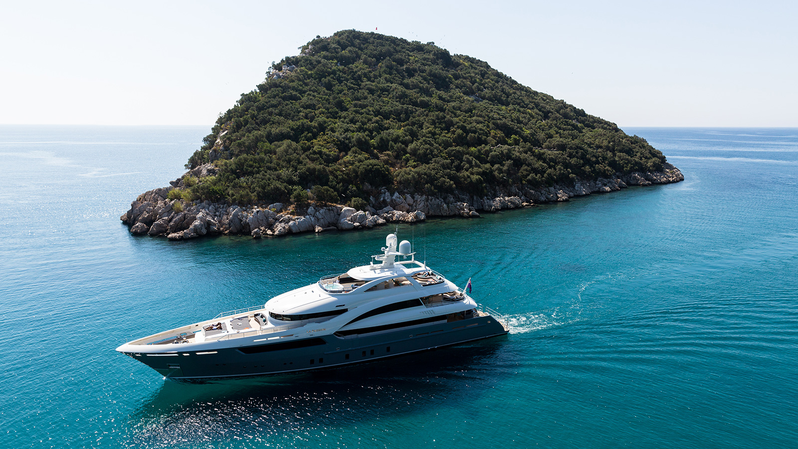 running-shot-of-la-passion-by-sarp-yachts-credit-jeff-brown-breed-media