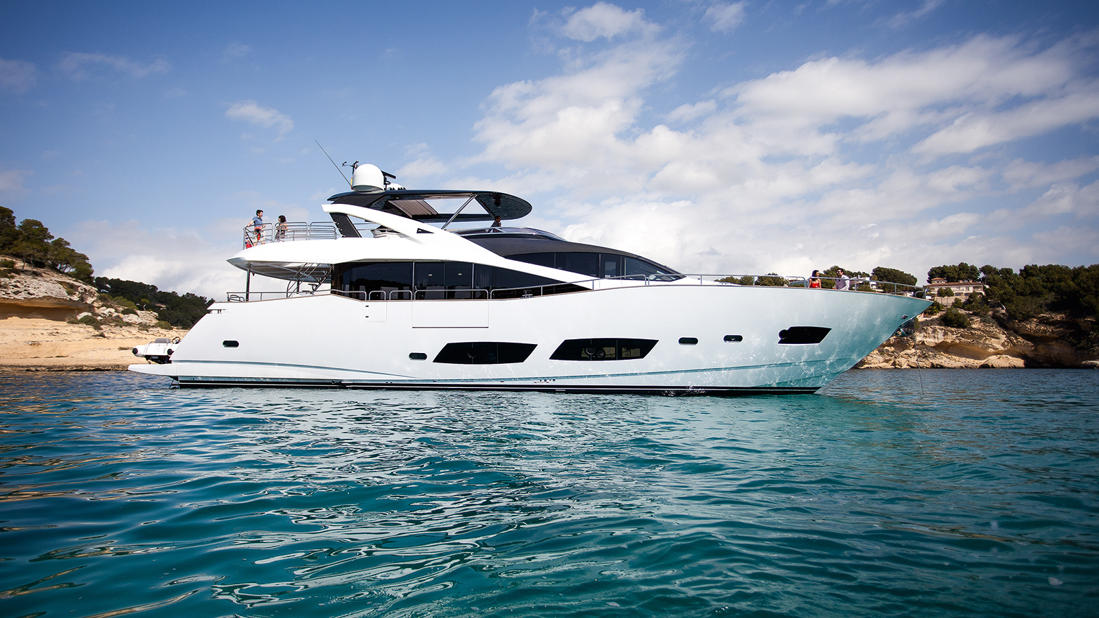 the-sunseeker-motor-yacht-persistence-has-been-sold