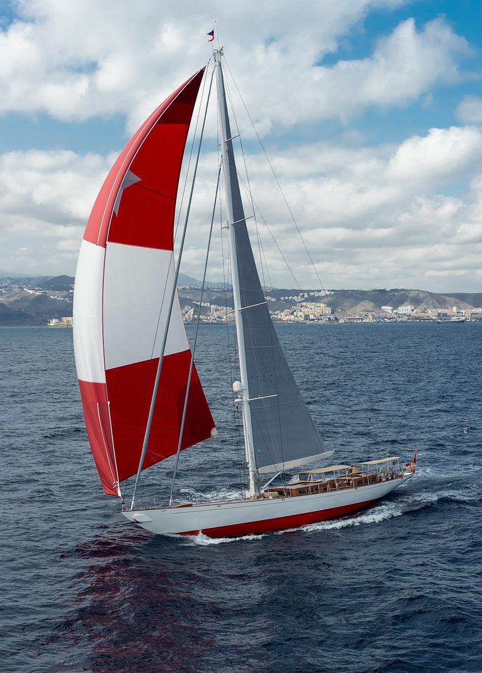 running-shot-of-claasen-truly-classic-90-sailing-yacht-acadia