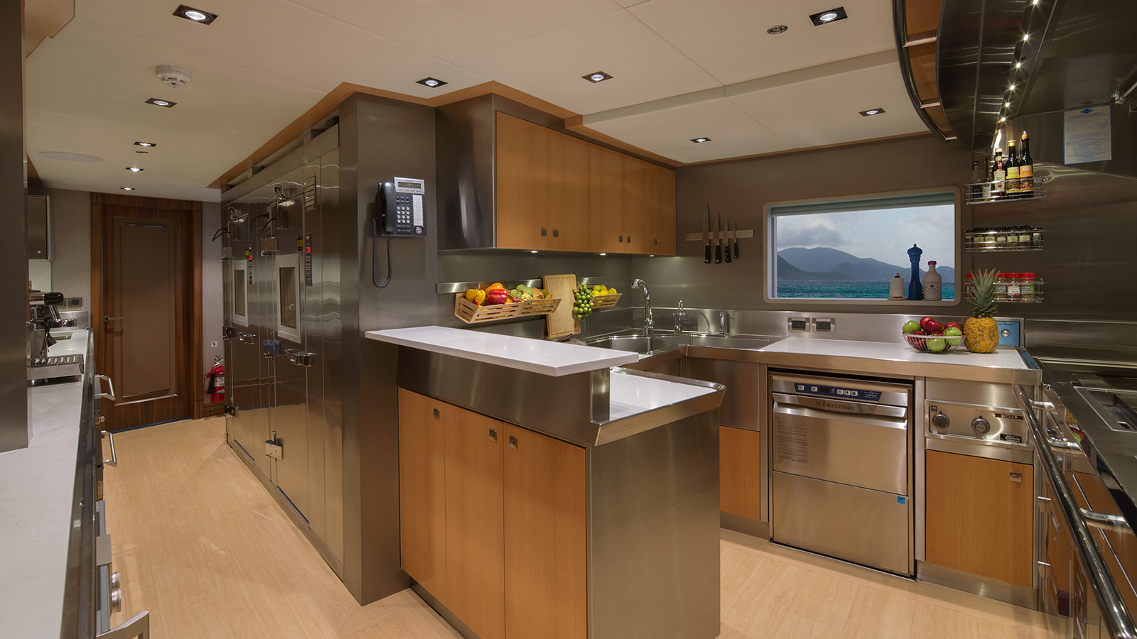 the-galley-of-muchos-mas-by-crescent-custom-yachts-credit-forest-johnson