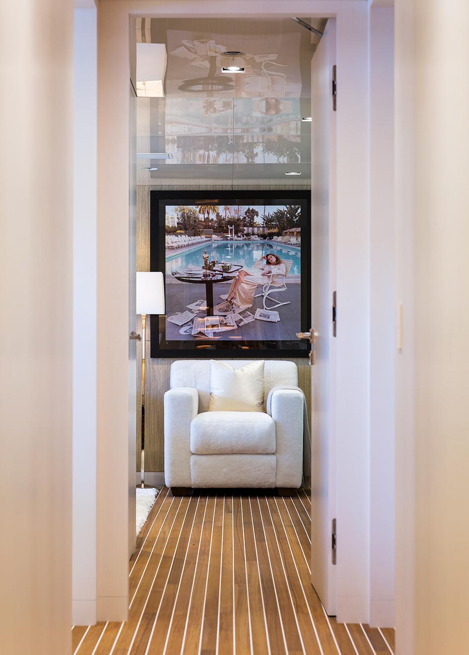 the-corridor-of-christensen-super-yacht-chasseur