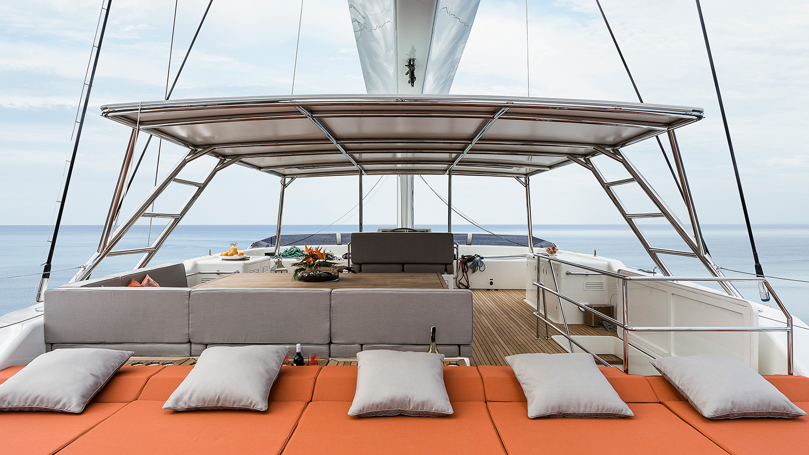 the-sundeck-of-the-sunreef-catamaran-sailing-superyacht-ruwani