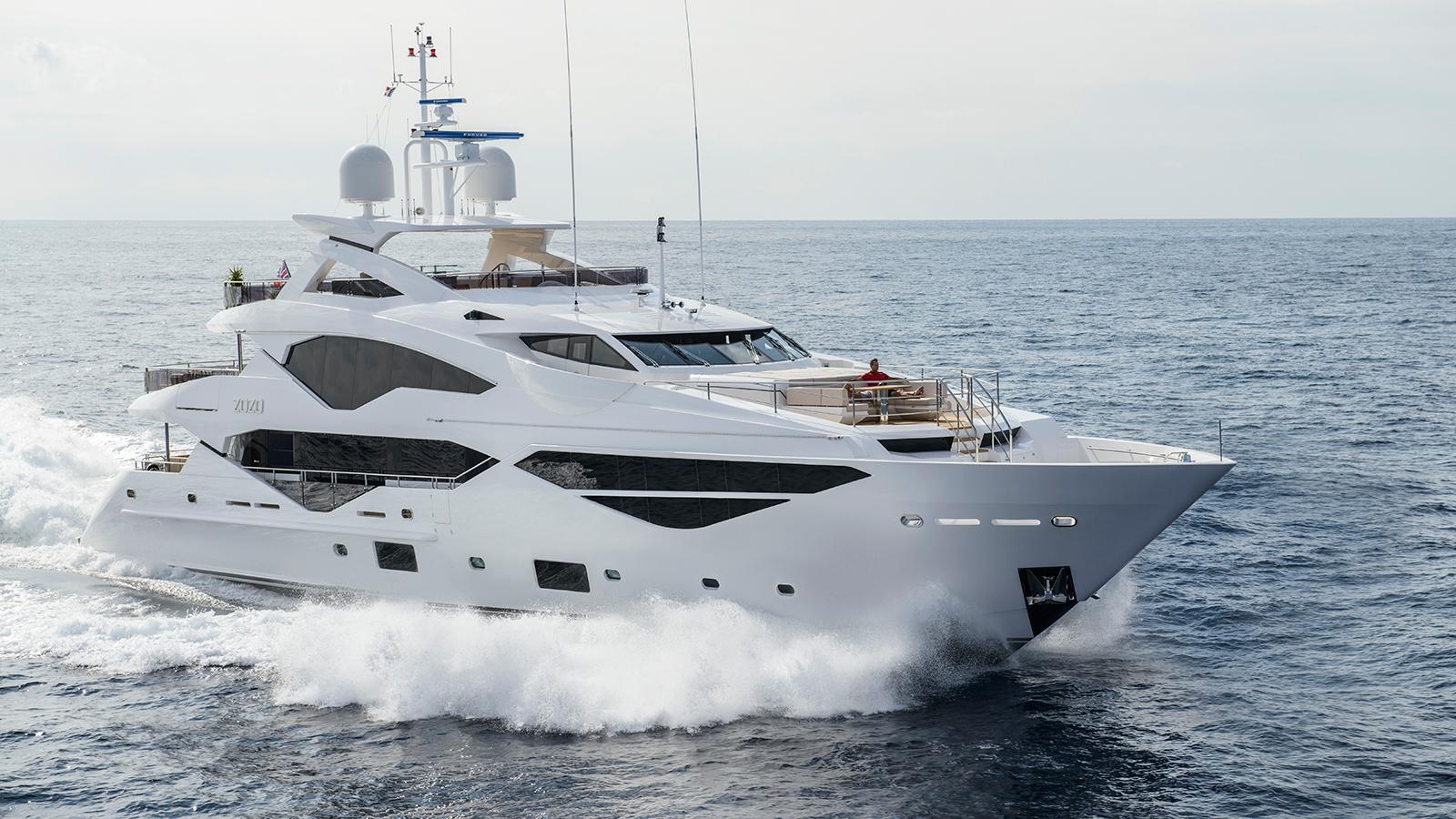 running-shot-of-the-sunseeker-131-yacht-zozo