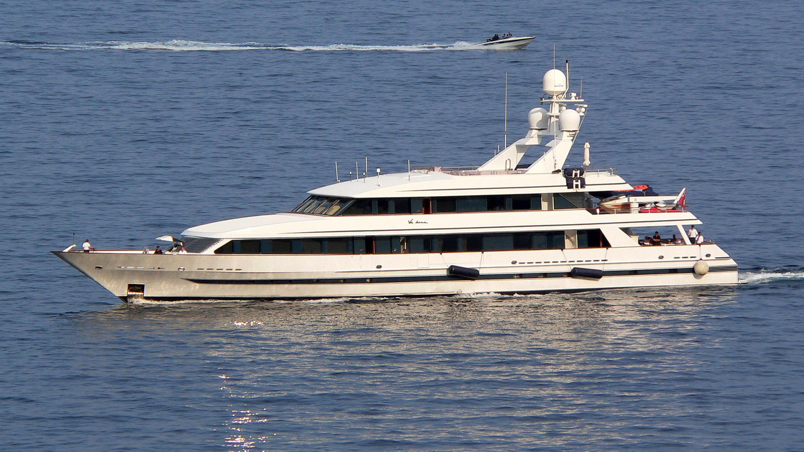 superyachts-owned-by-celebrities-Va-Bene Eric Clapton