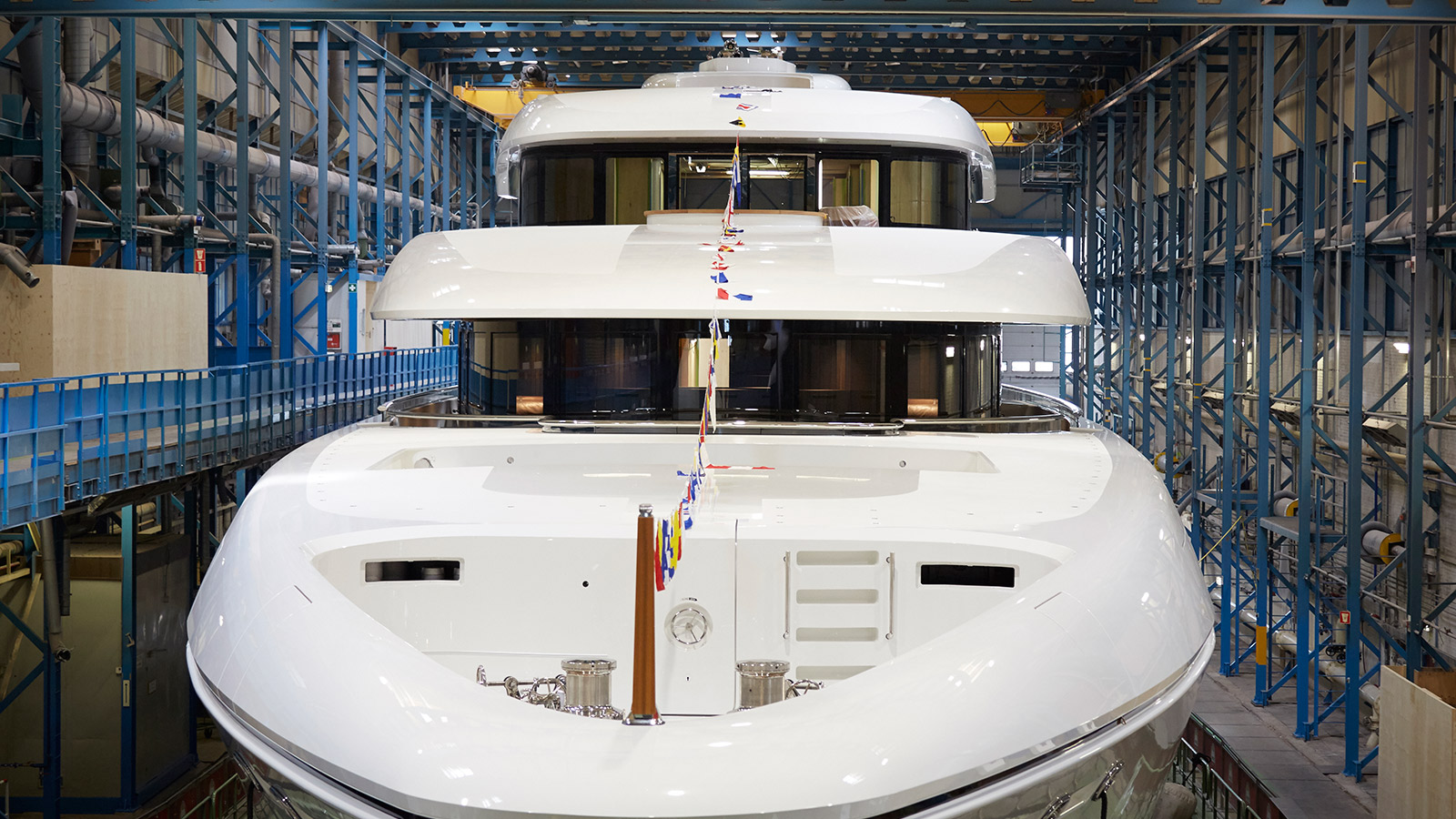 the-foredeck-of-the-feadship-superyacht-hasna