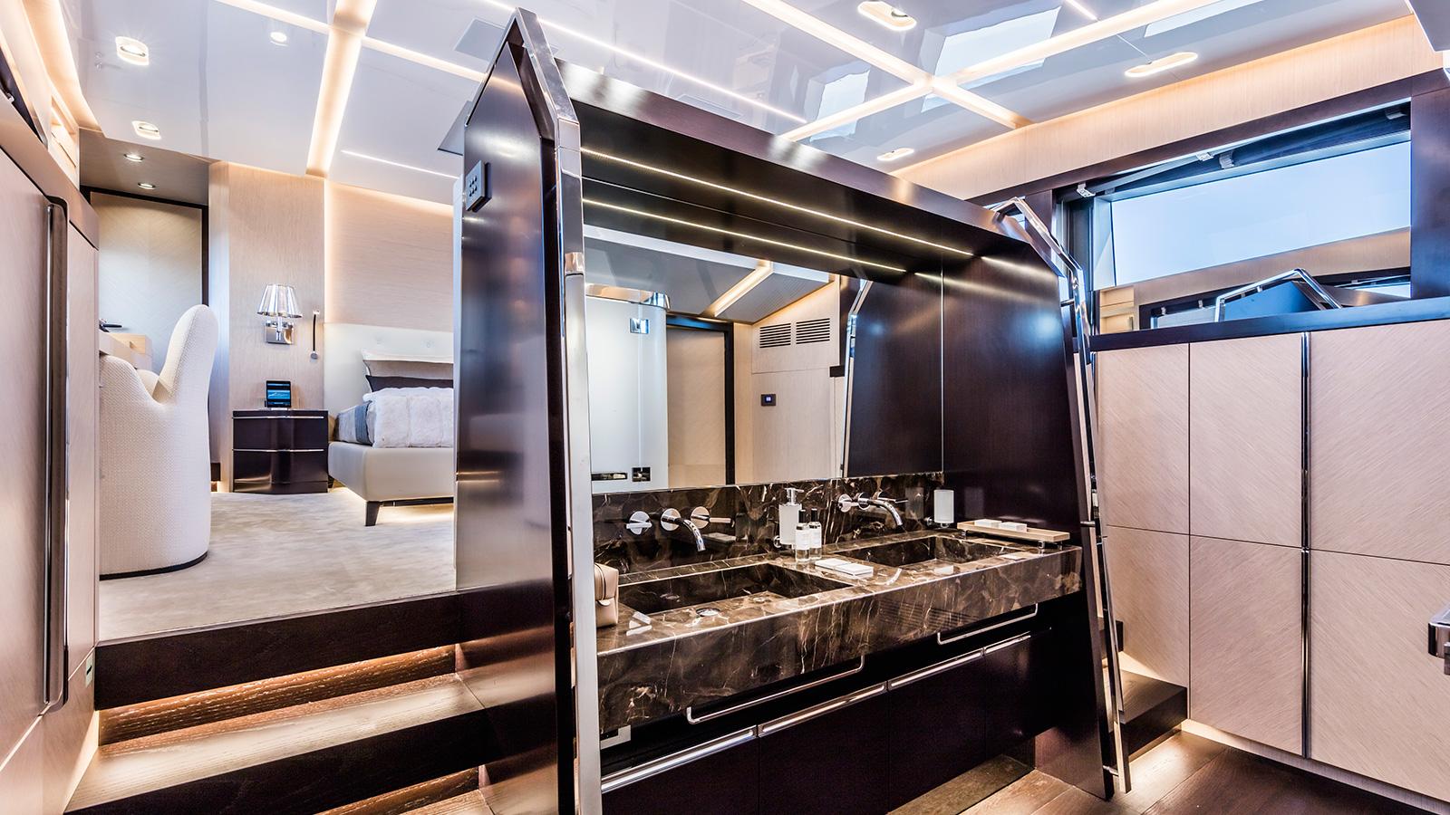 the-master-en-suite-of-the-isa-120-yacht-clorinda