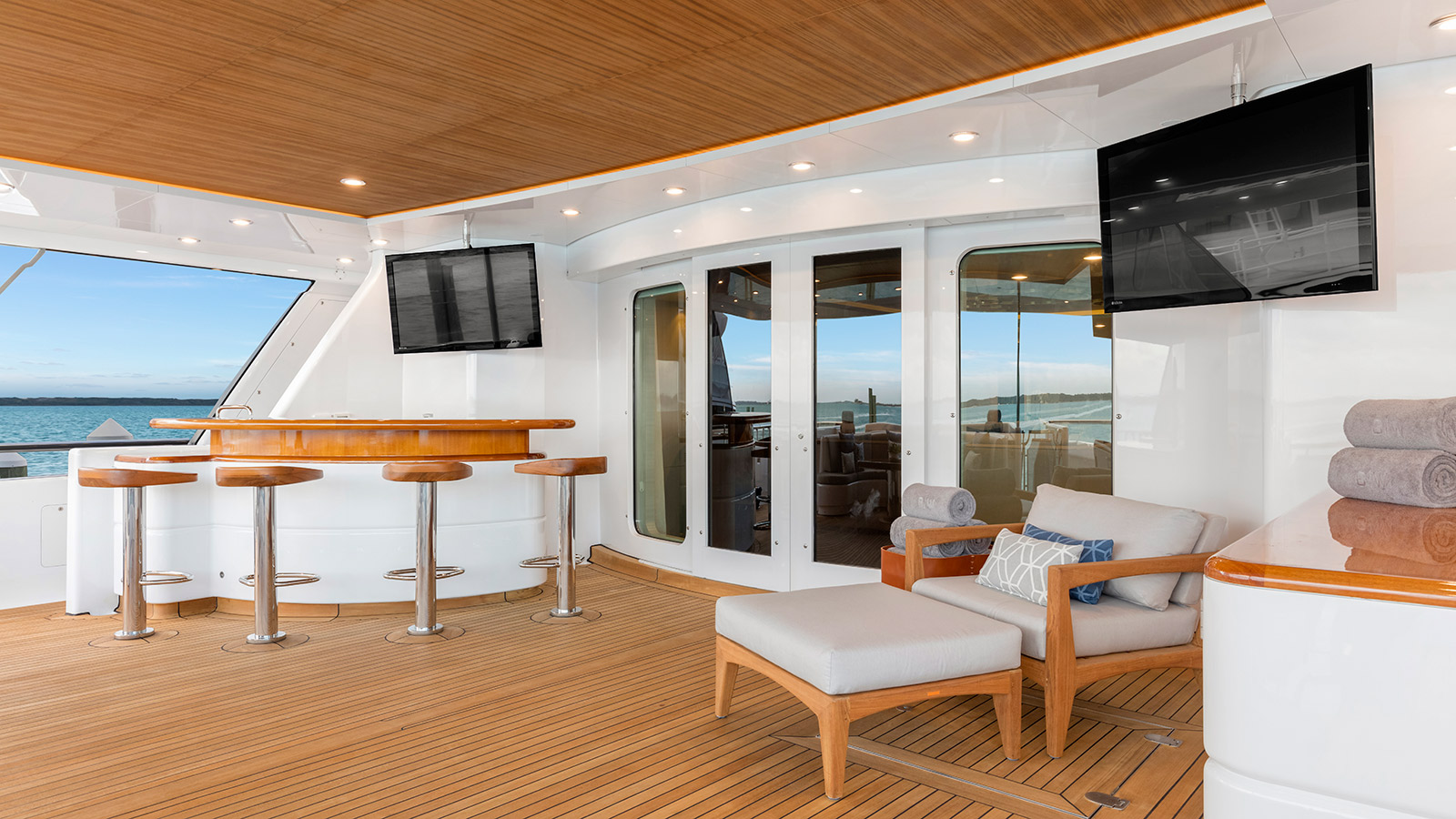 the-cockpit-of-the-feadship-superyacht-broadwater-after-her-lauderdale-marine-center-refit-credit-uneek