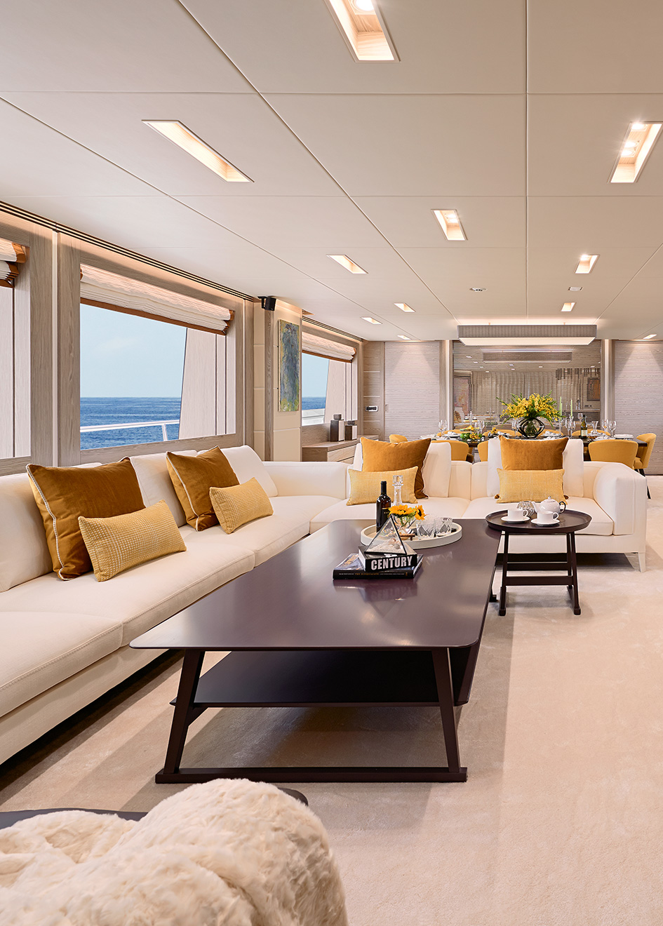 the-saloon-of-the-horizon-rp120-yacht