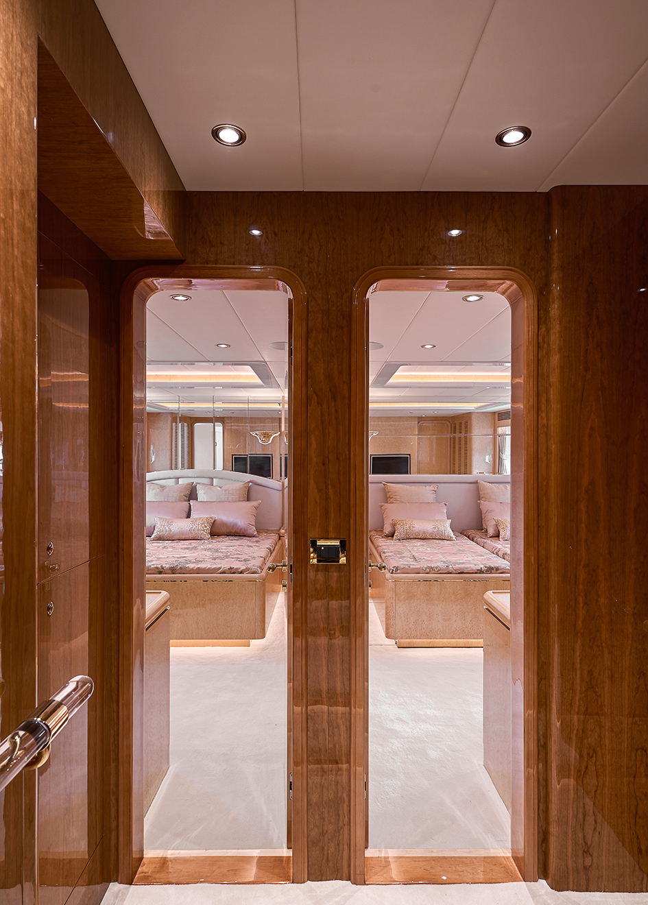 the-guest-cabins-of-horizon-custom-yacht-abaco
