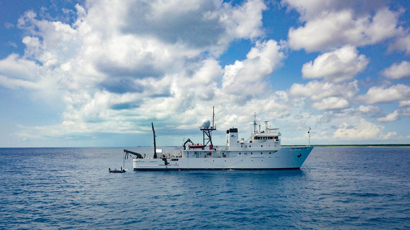 on-board-pressure-drop-explorer-victor-vescovo-five-deeps-eyos-expeditions