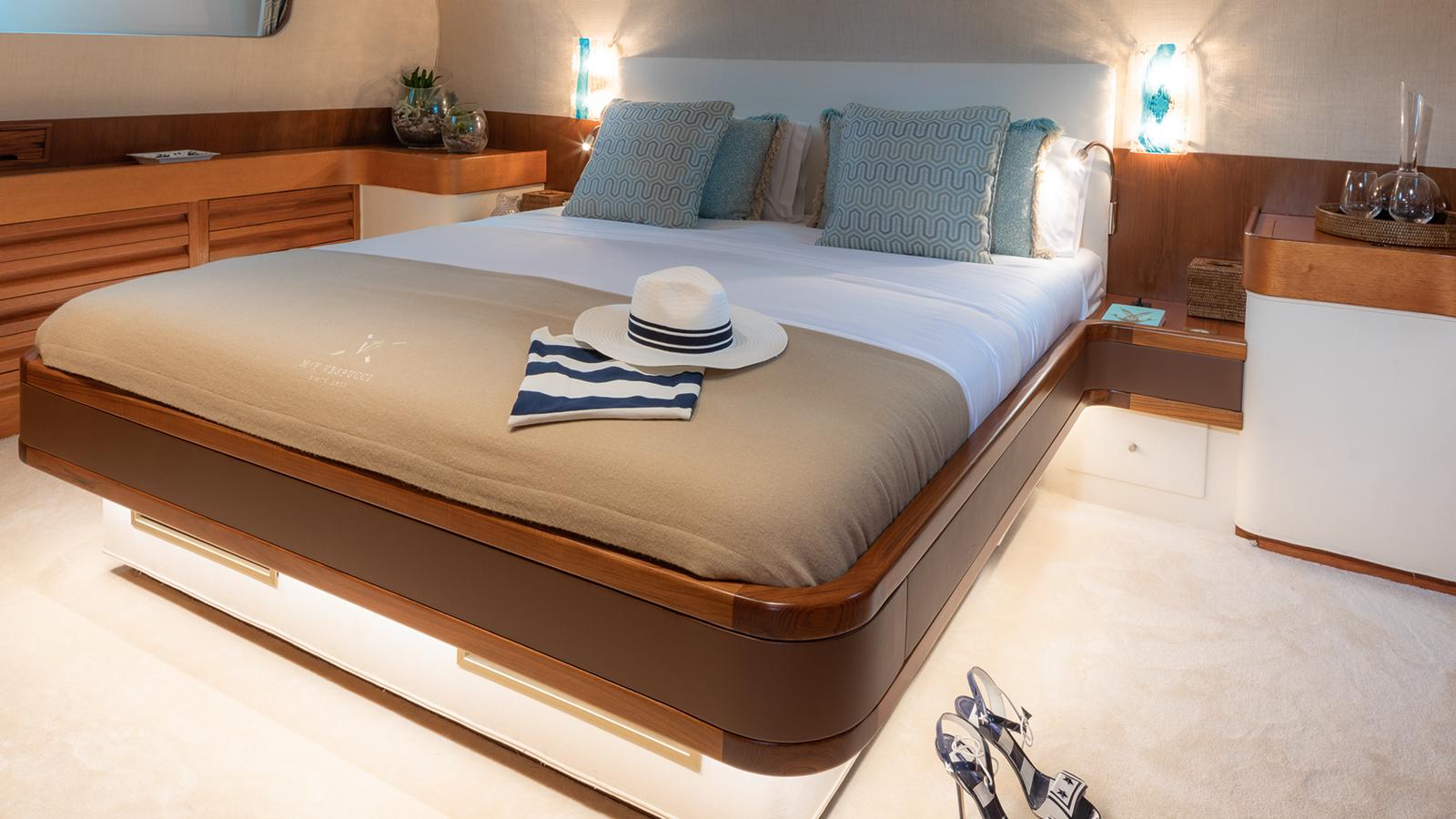 carlo-riva-classic-motor-yacht-vespucci-cabin