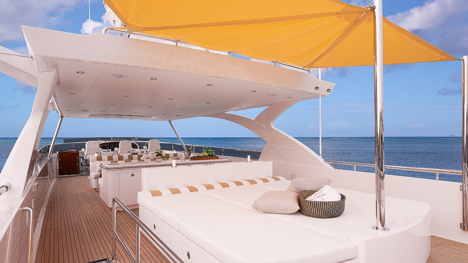 the-sun-deck-horizon-custom-yacht-abaco