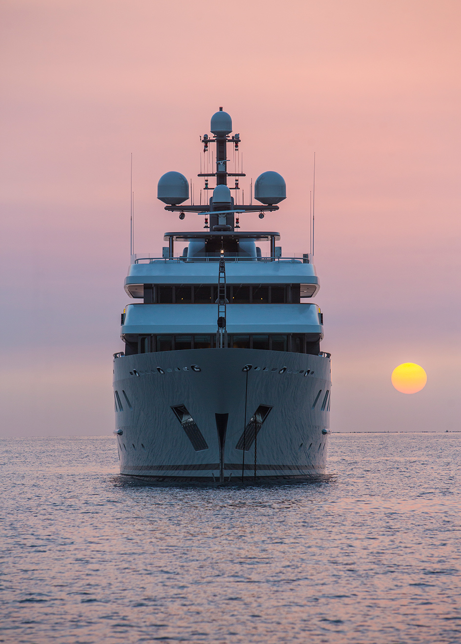 bow-view-of-the-lurssen-superyacht-polar-star