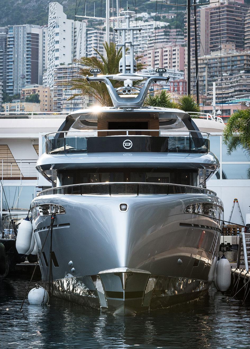 the-bow-of-the-dynamiq-superyacht-gtt-115